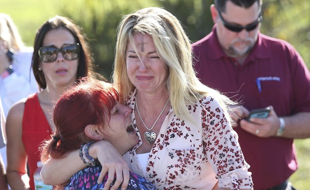 """""""גרמתם לקולכם להשמע"""". הטבח בביה""""ס בפלורידה (צילום: AP)"""