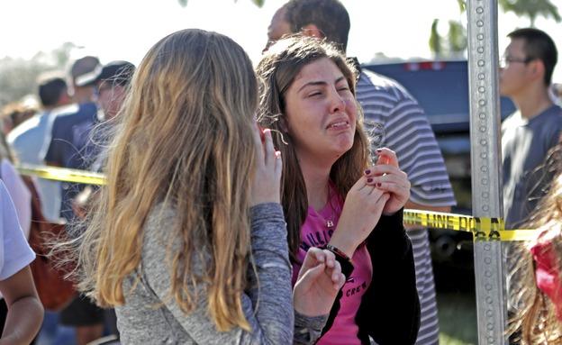 """הטבח בביה""""ס בפלורידה . """"עשיתם שינוי"""" (צילום: AP)"""