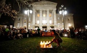 תלמידי פלורידה בעצרת זיכרון לנרצחי הטבח (צילום: רויטרס)