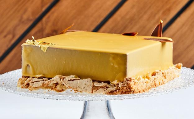 עוגת מוס שוקולד עם אגוזי לוז ואננס (צילום: אמיר מנחם, אוכל טוב)