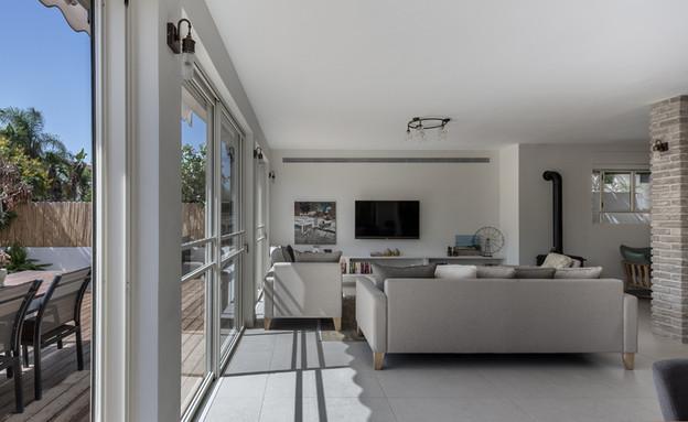 בית ברשלצ, עיצוב שלומית גליקס, סלון (צילום: עודד סמדר)