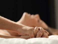 איך מדברים מלוכלך במיטה אחרי הנישואים?