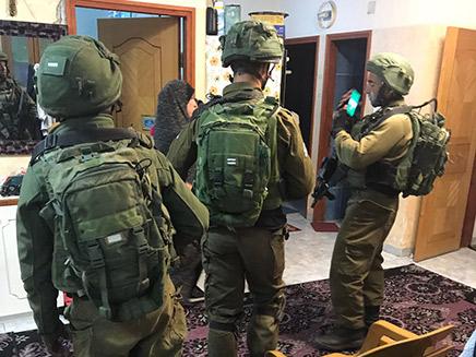 """אחיו של המחבל נעצר (צילום: דובר צה""""ל)"""
