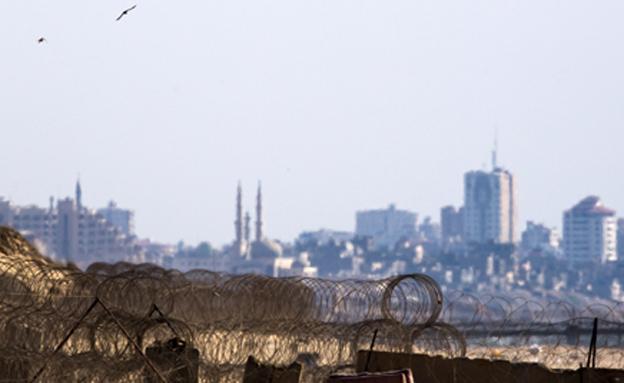 הגדר אותו עבר אברה מנגיסטו לכיוון הרצועה (צילום: רויטרס)