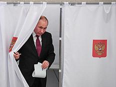 פוטין מצביע בקלפי. היום