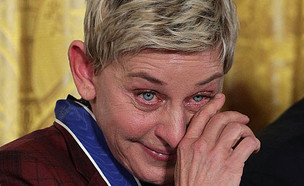 אלן דג'נרס בוכה (צילום: Alex Wong, Getty Images)