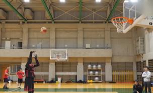 שחקן הכדורסל שינצח כל אחד בעולם (צילום: next, קשת 12)