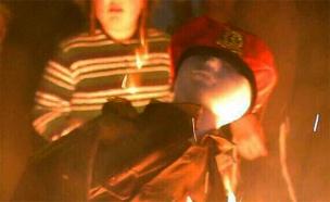 בובה בדמות חייל עולה בלהבות, הערב בי-ם (צילום: חיים גולדברג, כיכר השבת)