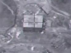 """מפקד הטייסת משחזר את התקיפה בסוריה (צילום: מתוך """"סודי ביותר"""", קשת 12)"""