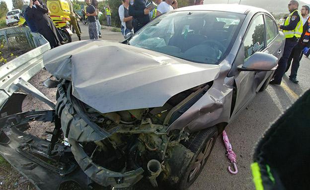 """אישה בת 65 נהרגה בתאונה בצפון (צילום: דוברות מד""""א)"""