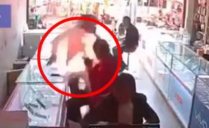 סמארטפון מתפוצץ מול הפנים של בעליו בסין