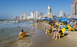 חוף תל אביב (צילום: By Dafna A.meron, shutterstock)