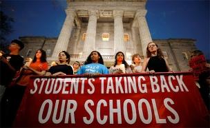 """צעדת תלמידים נגד כלי נשק בארה""""ב, ארכיון (צילום: רויטרס)"""