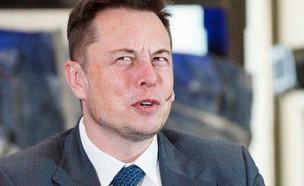 אילון מאסק מבולבל (צילום: Facebook/Elon Musk Quotes & News)