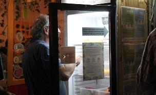 כך נראתה השקת המקרר החברתי (צילום: גל רמתי)