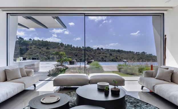 בית בצפון, תכנון אריאל פרנקו, סלון (צילום: עודד סמדר)