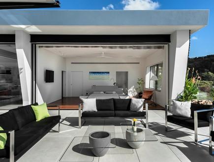 בית בצפון, תכנון אריאל פרנקו, פינת ישיבה, גג (צילום: עודד סמדר)