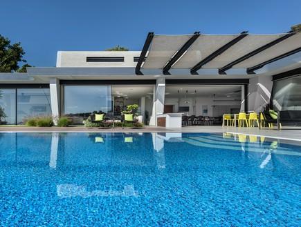 בית בצפון, תכנון אריאל פרנקו, בריכה (צילום: עודד סמדר)