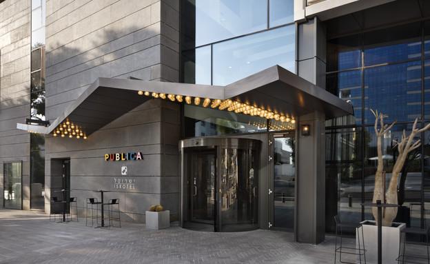 הכניסה למלון (צילום: אסף פינצ'וק)