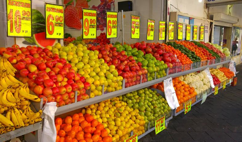 מחירי ירקות בחנות בישראל (צילום: By Dafna A.meron, shutterstock)