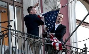 מפנים את השגרירות (צילום: רויטרס)