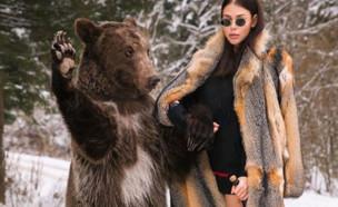 מצטלמת עם דובים (צילום: אינסטגרם\richrussiankids)