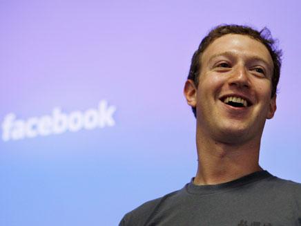 מארק צוקרברג - וידאו צ'אט בפייסבוק (צילום: AP)