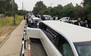 הפגנת החרדים: עומסים בכביש 1 (צילום: החדשות)
