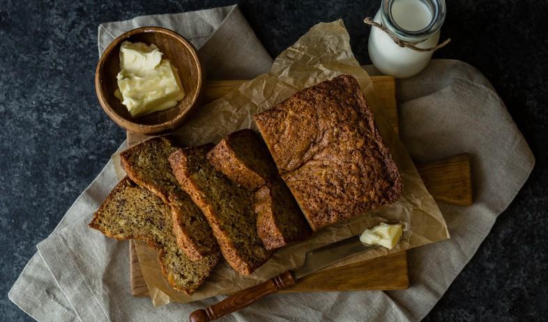 לחם עם חמאה (צילום: whitney wright on unsplash)