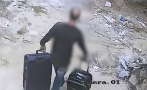תיעוד: הגנב מנסה לברוח עם הרכוש ששדד (צילום: דוברות המשטרה)