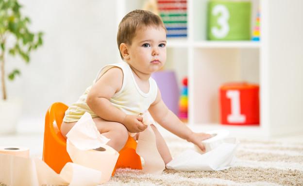 ילד יושב על סיר, גמילה מחיתולים (צילום: kateafter | Shutterstock.com )