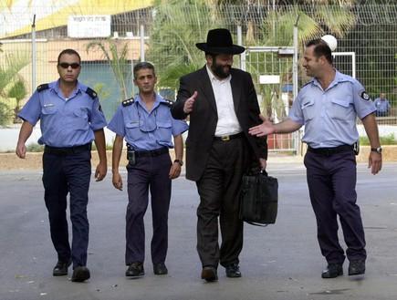 אריה דרעי משתחרר מהכלא 2002 (צילום: Sakchai Lalit | AP)
