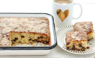 עוגה לקפה עם שוקולד צ'יפס, סוכר וקינמון (צילום: ענבל לביא, אוכל טוב)