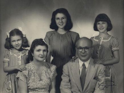 מימין: סילביה, מקס, מימי, אסי ואנט