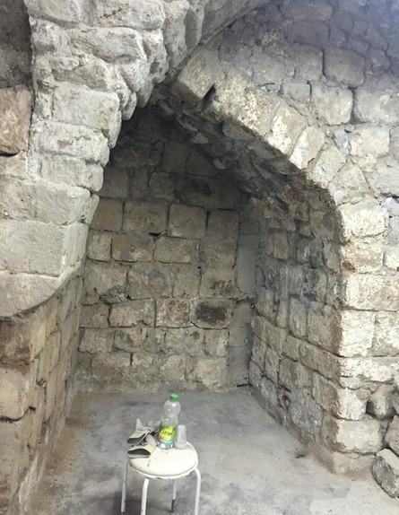 בית אבן, ג, עיצוב מיכל מטלון, חדר רחצה לפני (צילום: אורית ארנון)