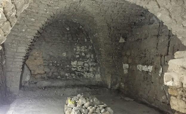 בית אבן, עיצוב מיכל מטלון, חדר שינה לפני (צילום: אורית ארנון)