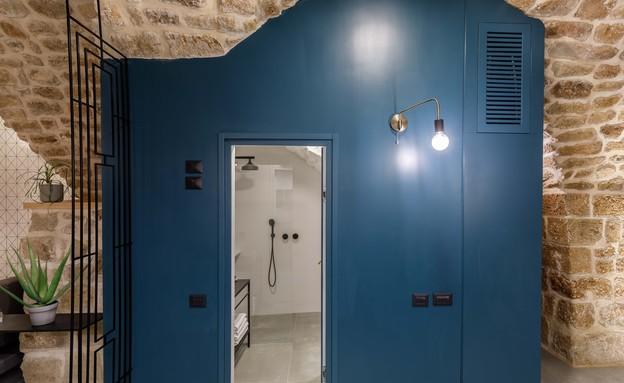 בית אבן, עיצוב מיכל מטלון, קובייה כחולה (צילום: אורית ארנון)