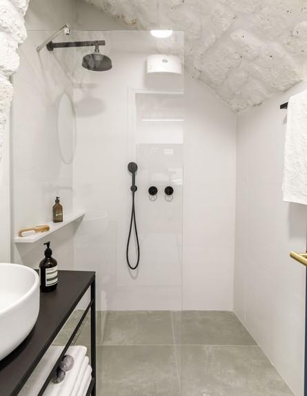 בית אבן, ג, עיצוב מיכל מטלון, חדר רחצה (צילום: אורית ארנון)