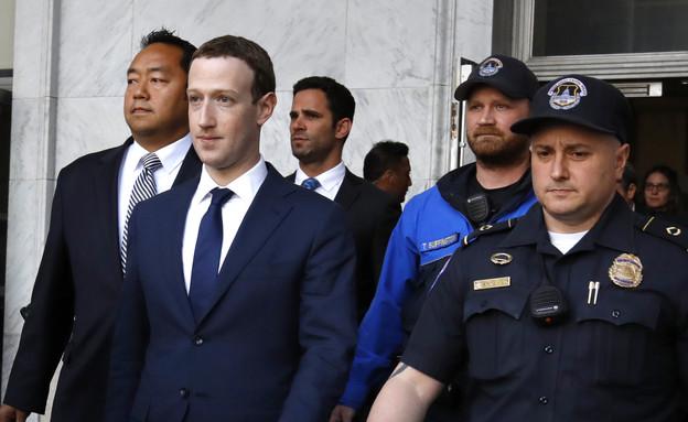 """מנכ""""ל פייסבוק מארק צוקרברג בשימוע בקונגרס האמריקאי (צילום: ASSOCIATED PRESS AP)"""