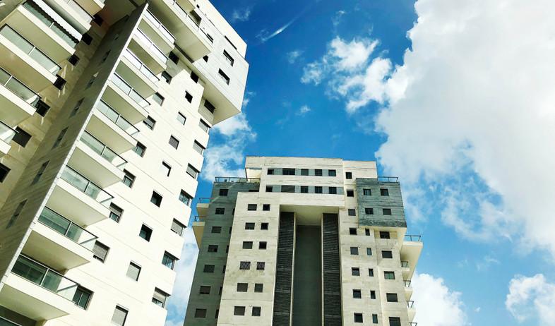בניין מגורים חדש בראשון לציון (צילום: kateafter | Shutterstock.com )