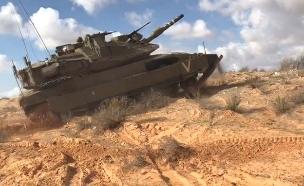 טנק דורס ג'יפ באימון צבאי