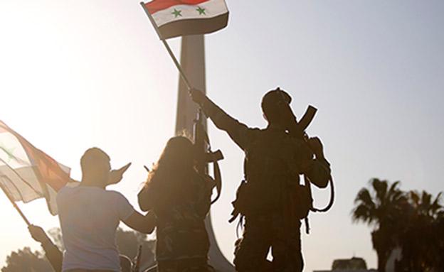 מפגינים בדמשק נגד התקיפה (צילום: רוייטרס)