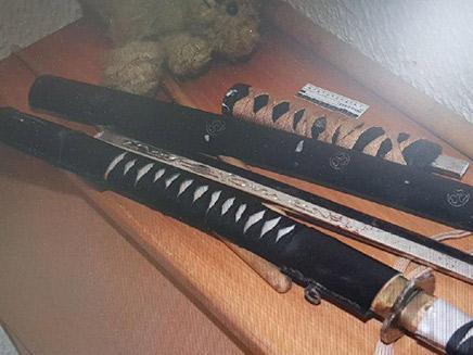 כלי הנשק בעזרתו הרג את אביו החורג