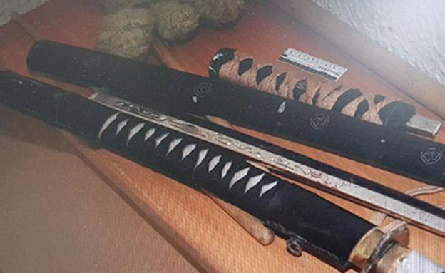 כלי הנשק בעזרתו הרג את אביו החורג (צילום: דוברות המשטרה)