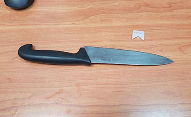 הסכין שהאב החורג אחז במהלך הריב (צילום: דוברות המשטרה)
