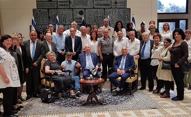 הנשיא ריבלין ונציגי יד לבנים (צילום: יד לבנים)