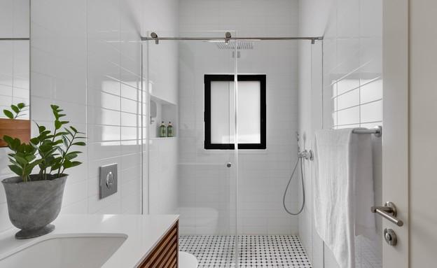 בית בשרון, עיצוב אירה שריג, חדר רחצה (צילום: עודד סמדר)