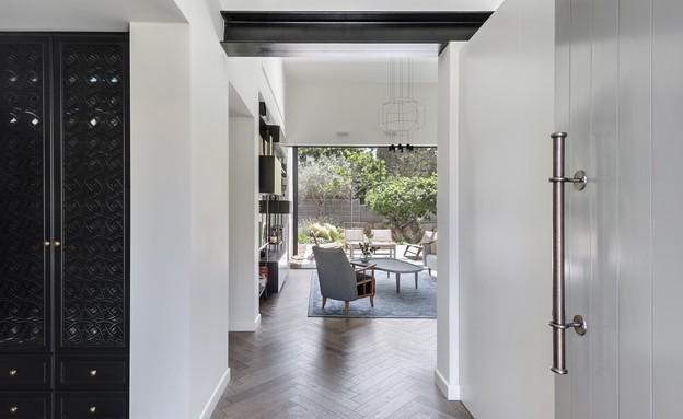 בית בשרון, עיצוב אירה שריג, כניסה (צילום: עודד סמדר)