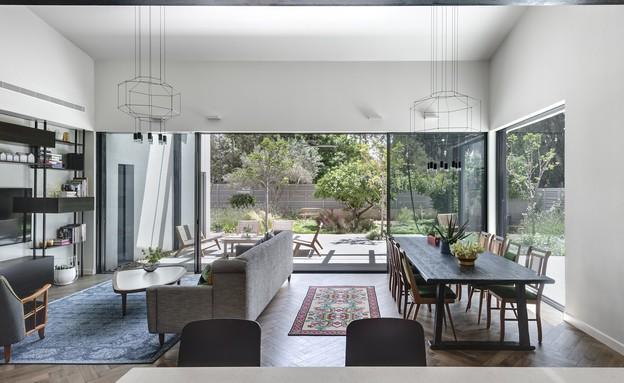 בית בשרון, עיצוב אירה שריג, סלון (צילום: עודד סמדר)