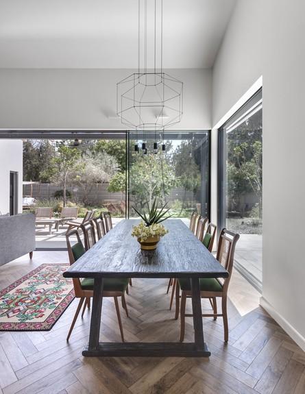 בית בשרון, עיצוב אירה שריג, פינת אוכל (צילום: עודד סמדר)